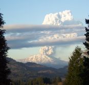 A minor eruption at Mt St Helens in 2005 (source: Wikimedia Commons)